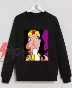 wonder woman eating banana Sweatshirt - Funny Sweatshirt